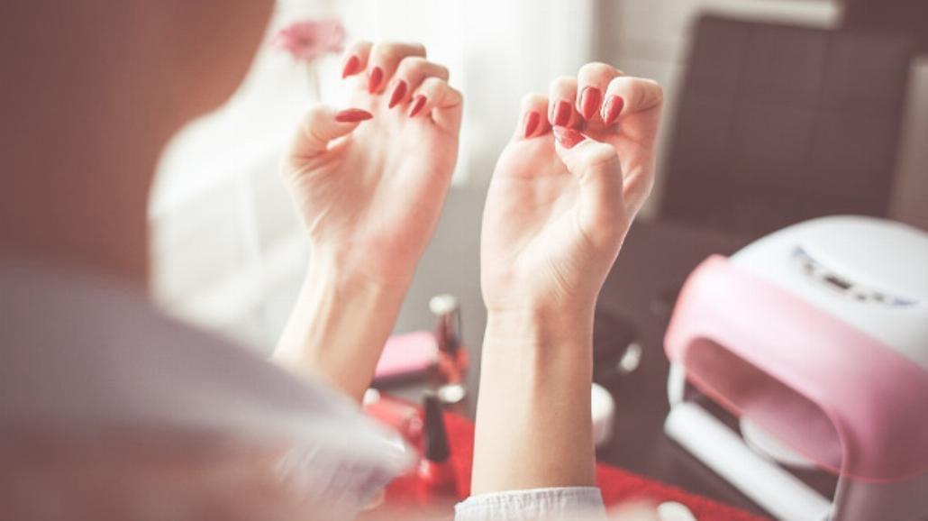 Łamliwe i rozdwajające się paznokcie? Oto sposoby, żeby je wzmocnić!