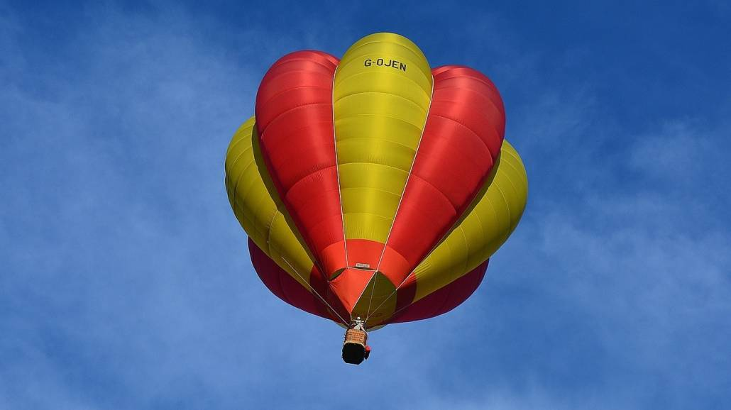 Jedna ofiara Å›miertelna po upadku balonu z turystami
