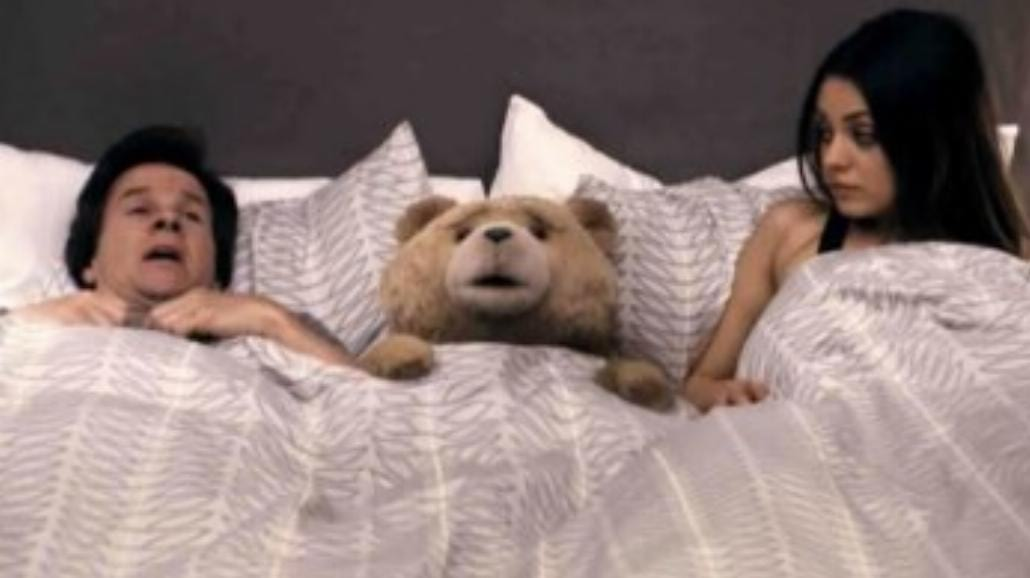 Chamski, ale bardzo śmieszny Ted (recenzja)