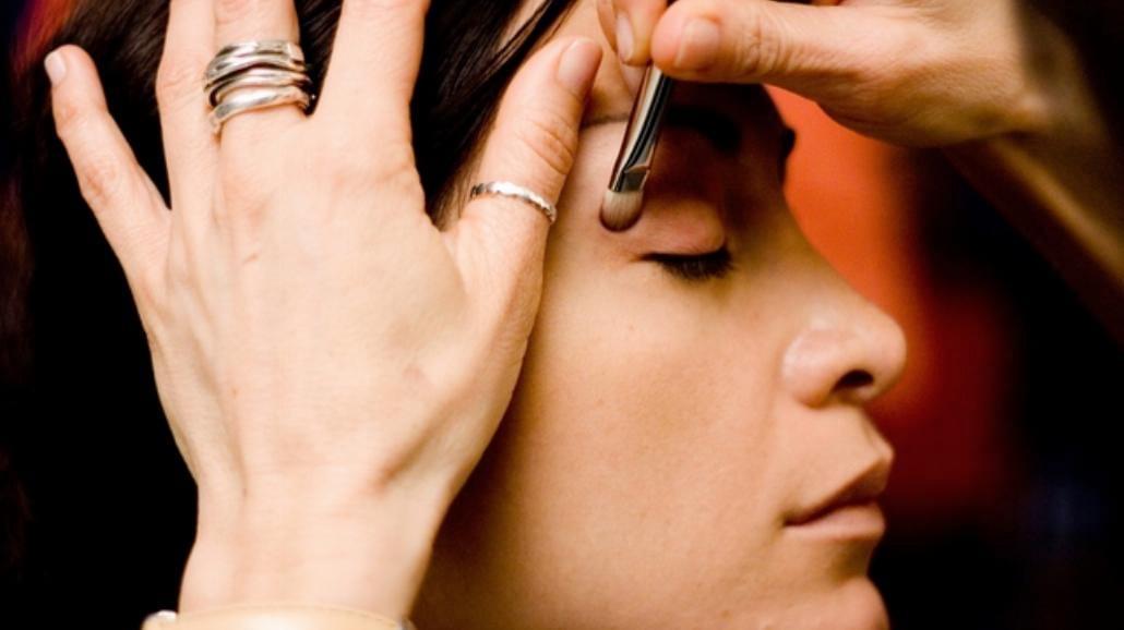 Jak optycznie powiększyć oko?