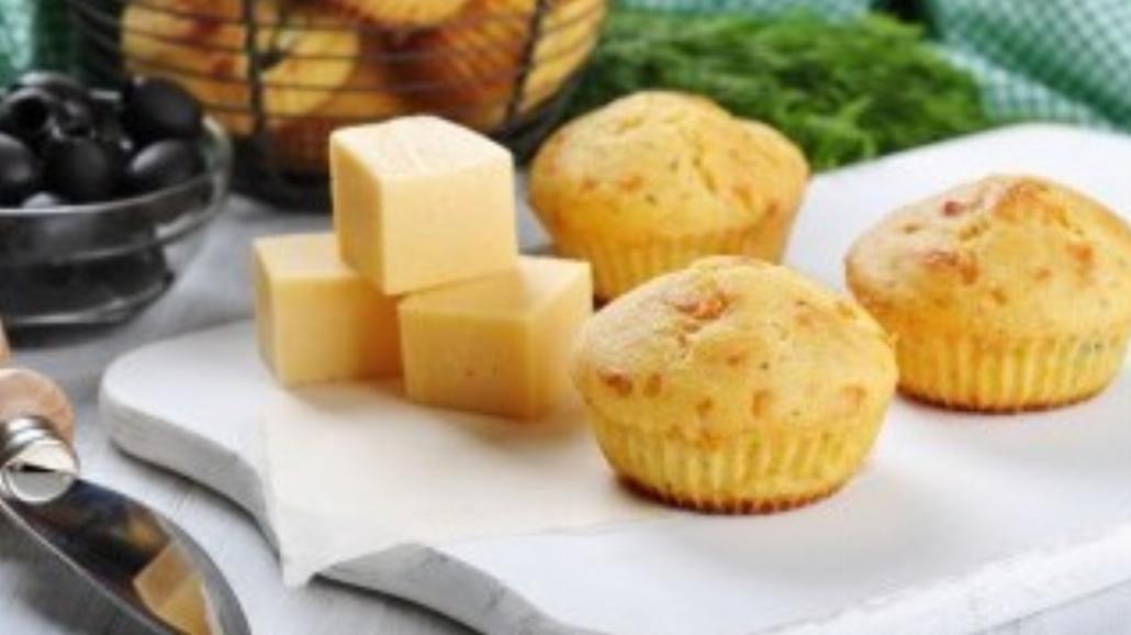 Muffinki na ostro z żółtym serem