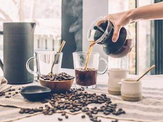 Jak usunąć plamę z kawy? - czym wywabić plamę, plama na ubraniu, jak wyczyścić zabrudzenie