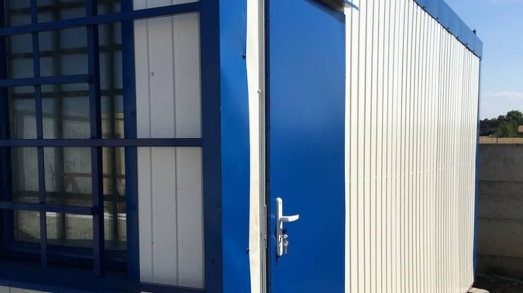 Mobilne kontenery to idealne rozwiązanie, aby zapewnić odpowiednie warunki przebywania na odkrytym basenie.