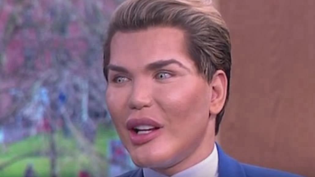 Żywy Ken, a może kobieta - Barbie? Oto najbardziej szokujące przemiany ludzi w...lalki! [WIDEO]