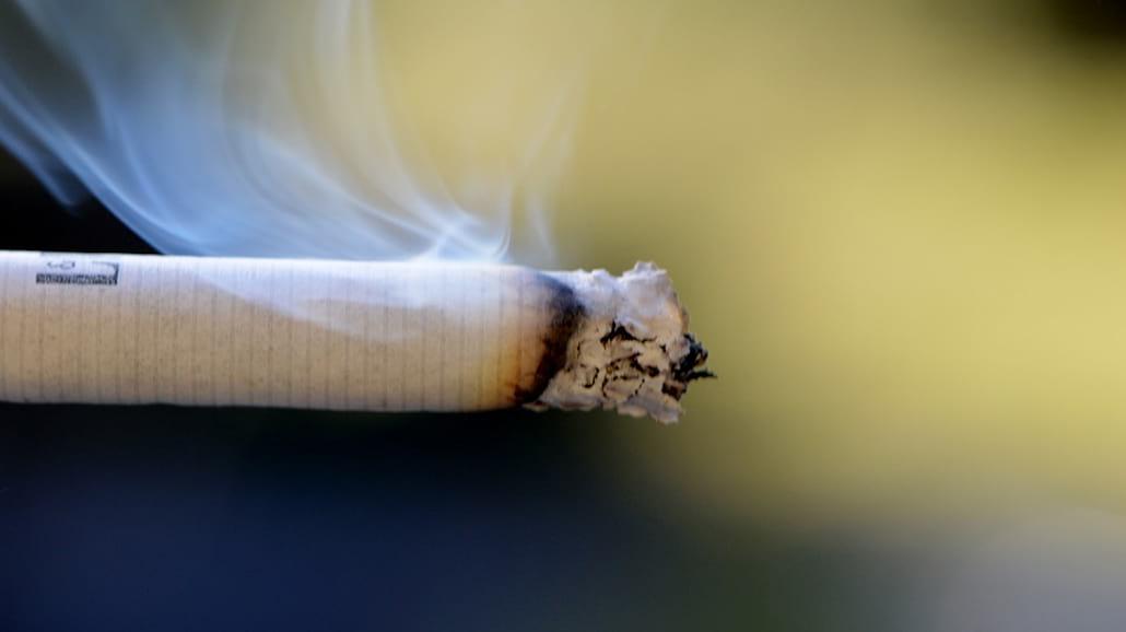 Jak usunąć zapach papierosÃłw
