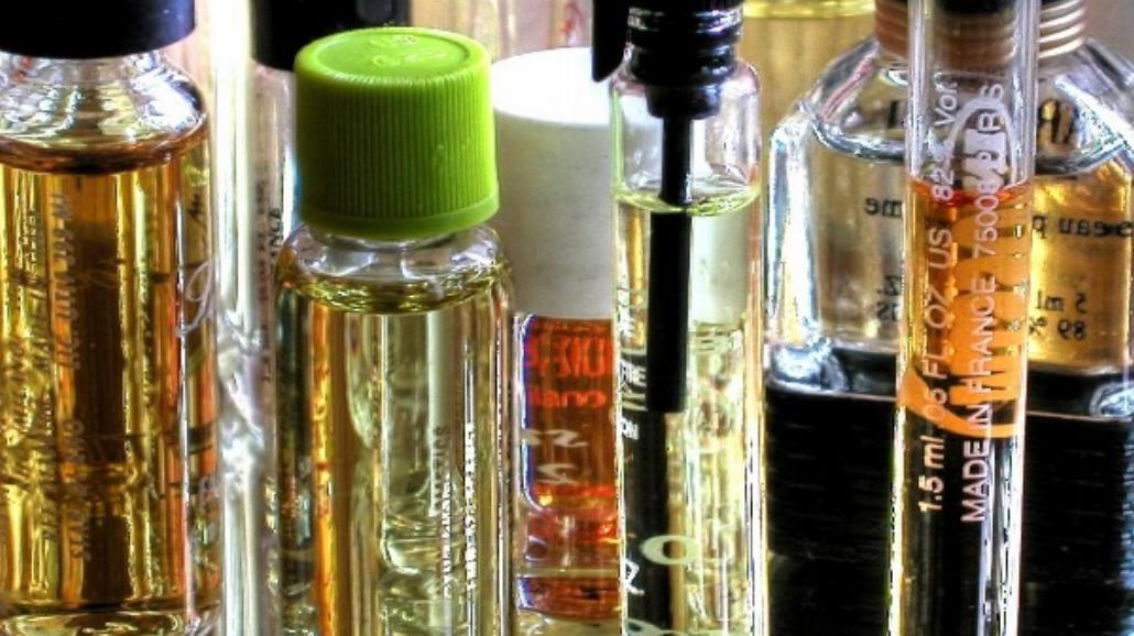 Jak kupować perfumy przez internet? Na co uważać?