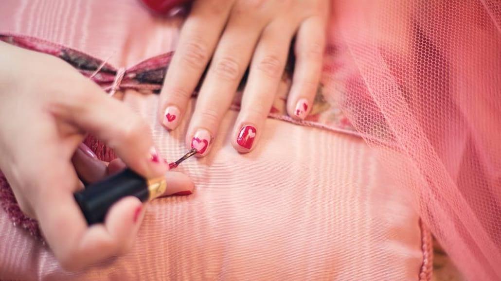 Chcesz mieć piękne paznokcie? Wypróbuj te sposoby, aby je wzmocnić!