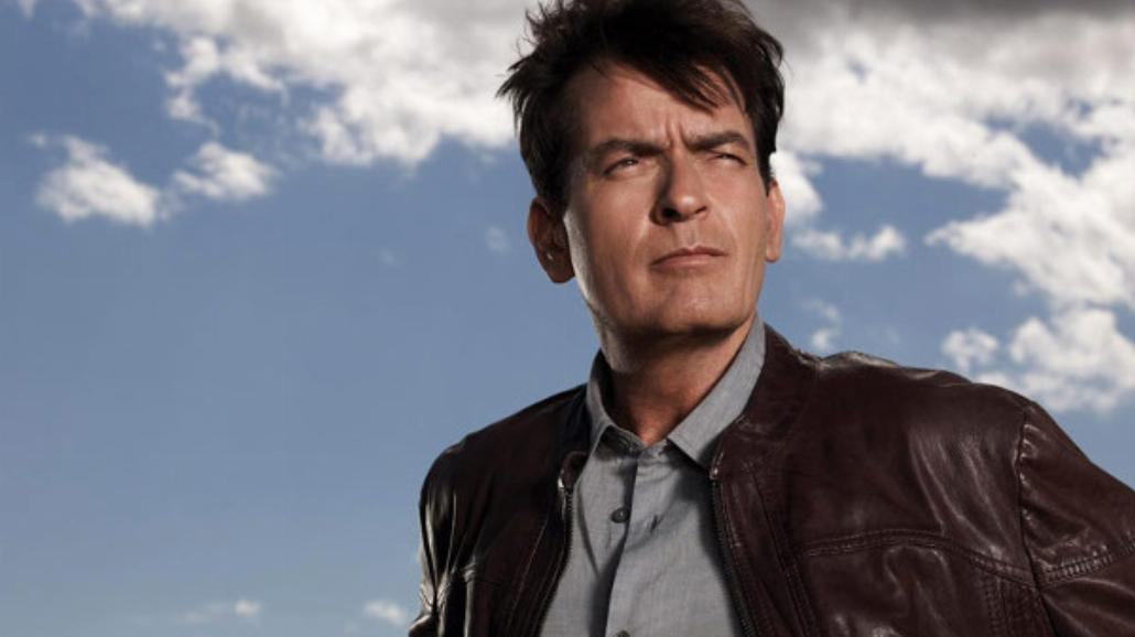 Charlie Sheen i Woopi Goldberg w windzie World Trade Center