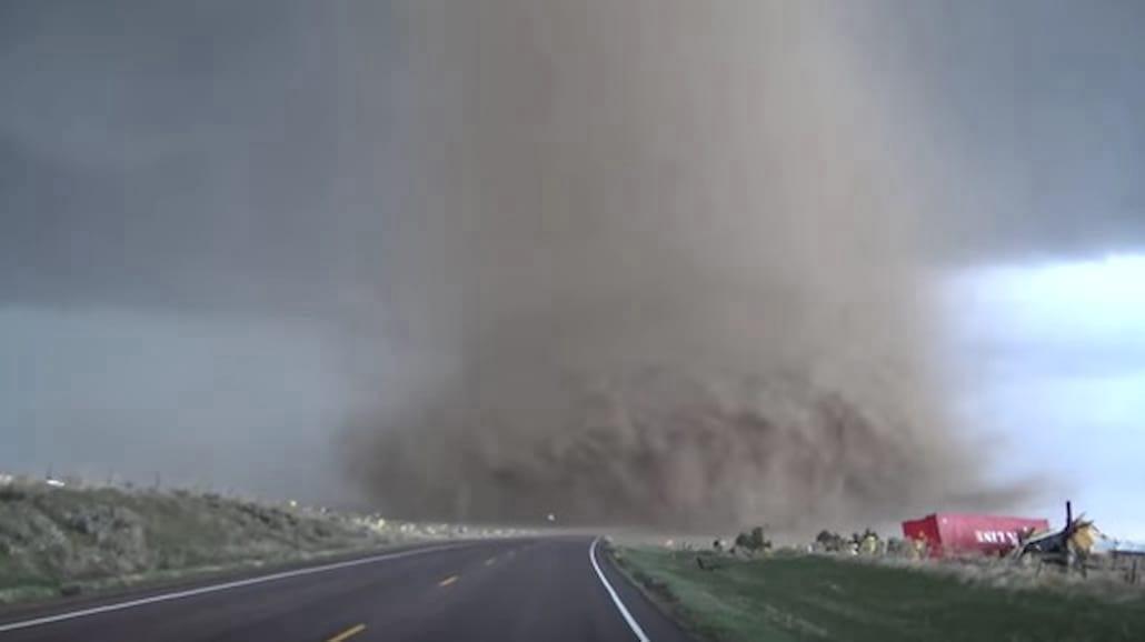 Olbrzymie tornado w USA! Wstrząsające nagranie [WIDEO]