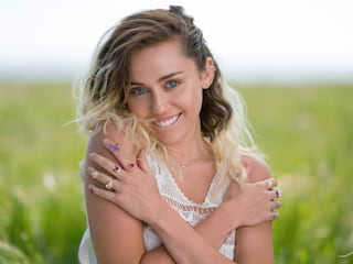 """Już jest! Nowy utwór Miley Cyrus. Będzie kolejny hit? [WIDEO] - """"Younger Now"""", Malibu Miiley, Malibu,  MTV Video Music Awards,"""