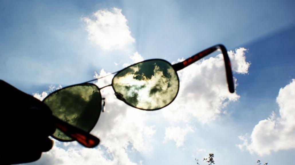 Okulary przeciwsłoneczne chronią nasze spojówki [WIDEO]