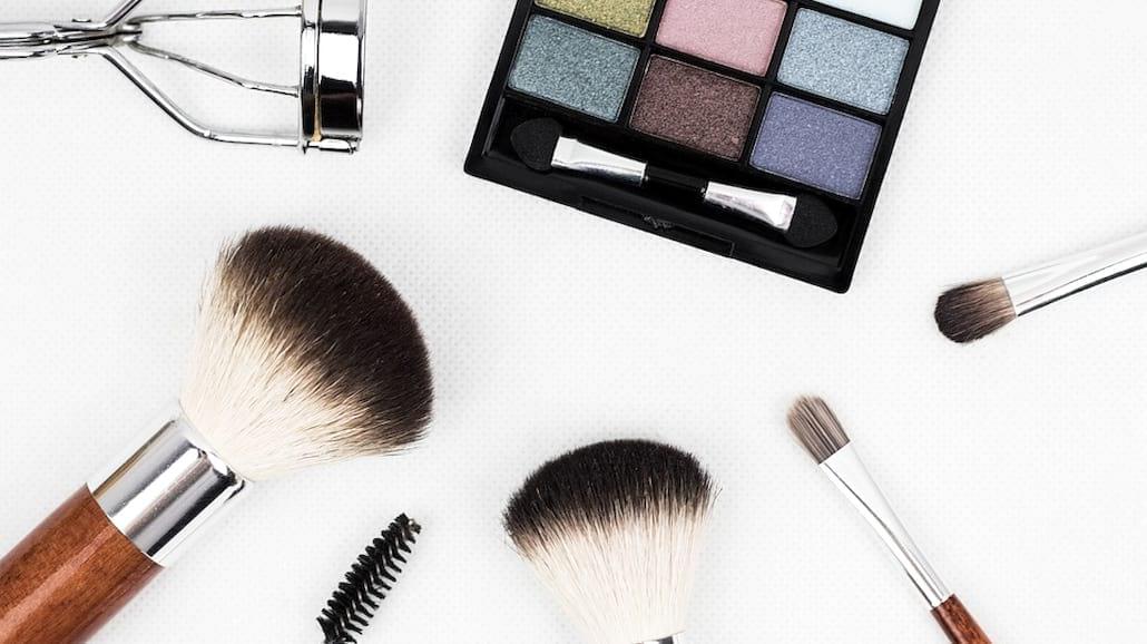 Niezbędnik damskiej kosmetyczki, czyli TE rzeczy musisz mieć!