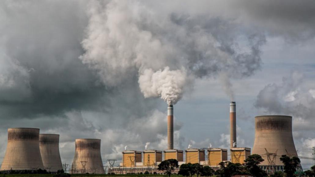 Zanieczyszczone powietrze nie mniej groźne niż papierosy[WIDEO]