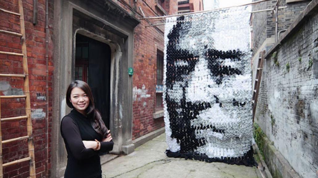 Ten portret powstał z... 750 skarpetek
