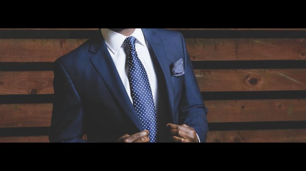 To zmora polskich ulic. Jak wybrać dobry garnitur?