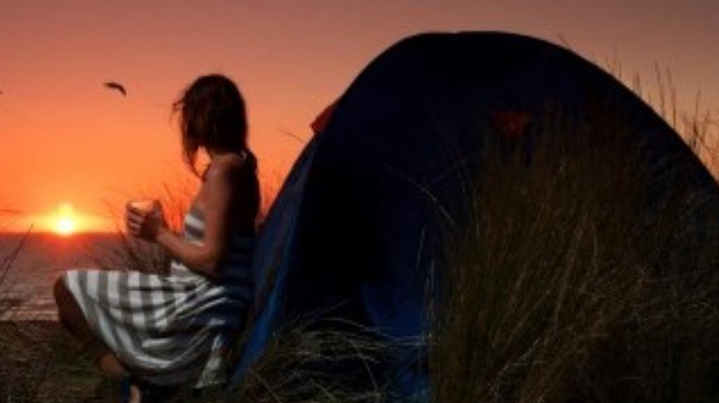Mała czarna pod namiotem