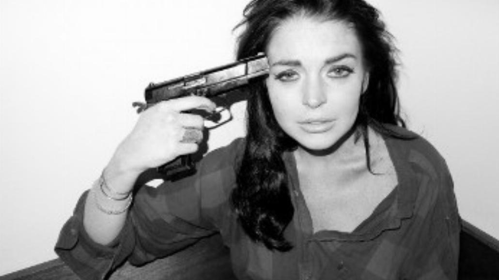 Broń przy skroni. Samobójcze zdjęcia Lindsay Lohan