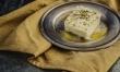 Ser feta wytwarza się z mleka owczego, można go wyrabiać jedynie w niektórych regionach Grecji