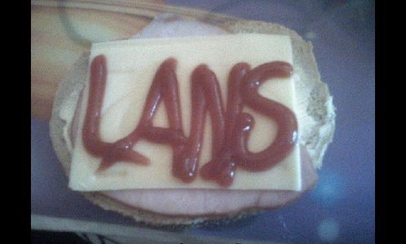 Ser i szynka na jednej kanapce w akademiku to już lans