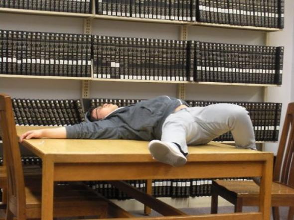 IKEA i jej stoły - najwygodniejsze łóżka studenckie