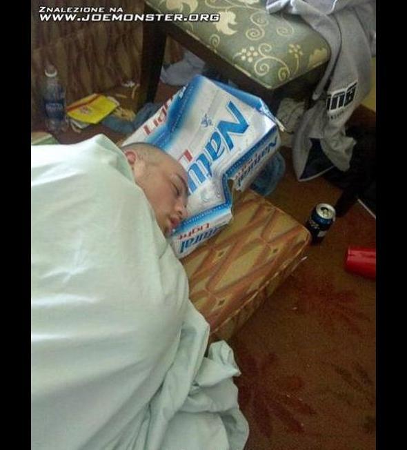 Poduszka z kartonu
