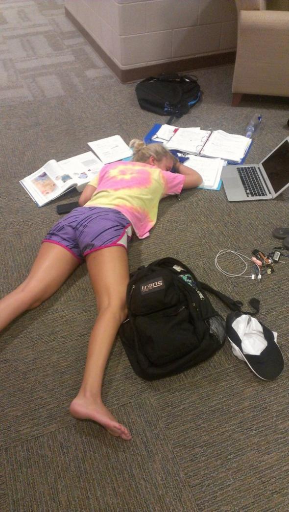Nauka+podłoga=idealne spanie. Czy trzeba dodawać coś więcej?