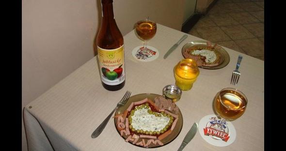 Świece, wino i wykwintna kolacja