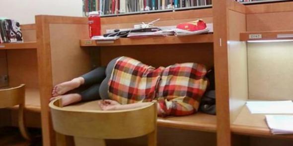 Studenckie zasady w bibliotece - cicho i… wygodnie!