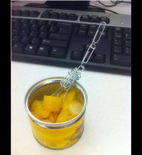Jedno z tysięcy zastosowań spinacza biurowego
