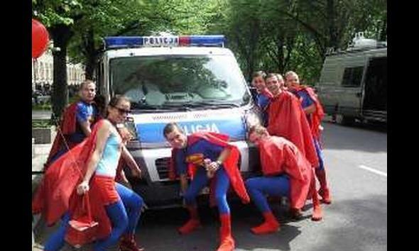 Superstudenci vs policja