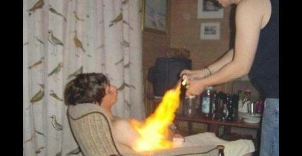 """Sen i depilacja ogniowa - trwała """"opalenizna"""" na klacie na kilkanaście lat."""