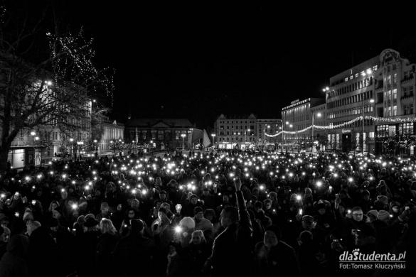 Światełko pamięci dla Pawła Adamowicza w Poznaniu