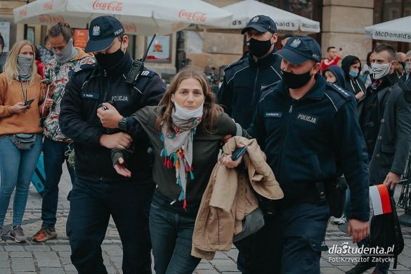 Manifestacja antycovidowców we Wrocławiu