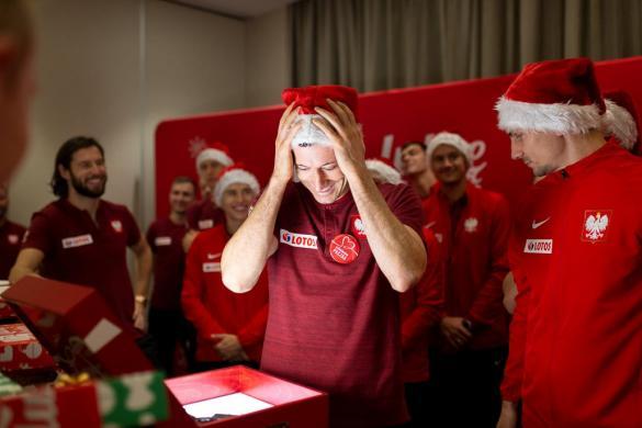 Piłkarze reprezentacji Polski szykują Szlachetną Paczkę