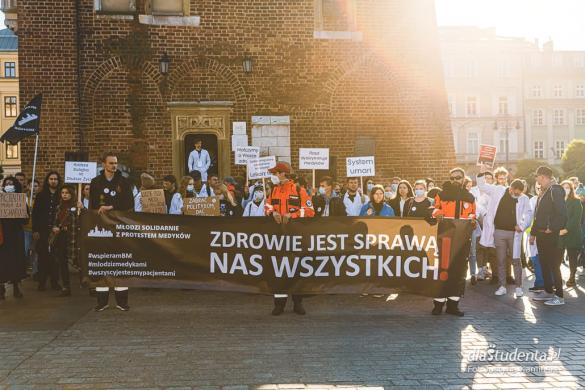 Młodzi solidarnie z medykami - protest w Krakowie