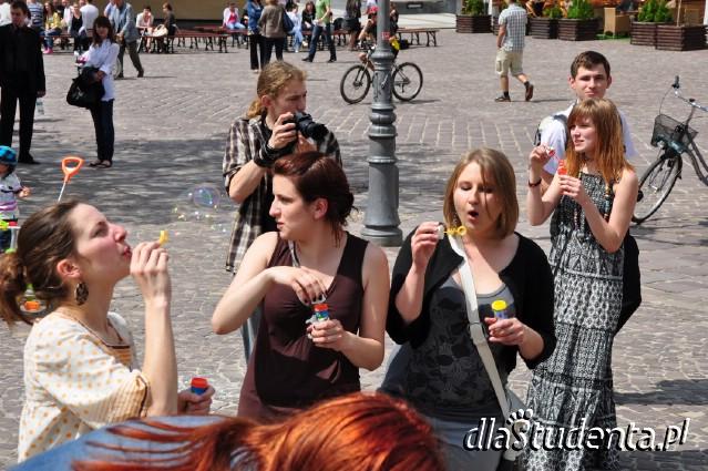 Flashmob - puszczanie baniek