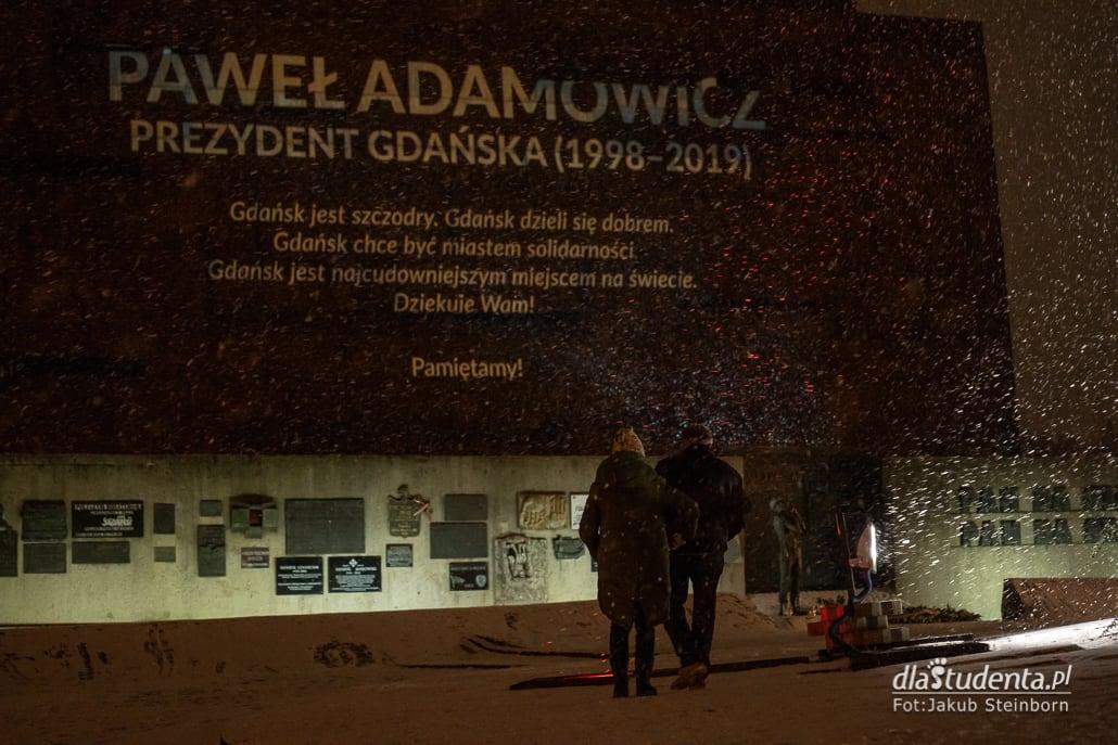 Zapłonęło serce dla Pawła Adamowicza w Gdańsku