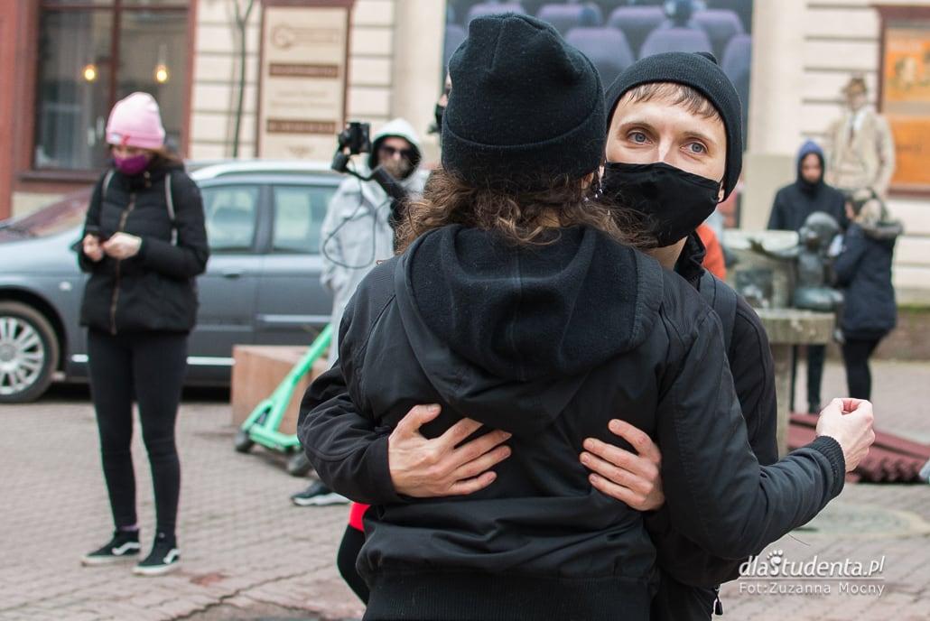 Wiec performatywny - manifestacja w Łodzi - zdjęcie nr 1556168