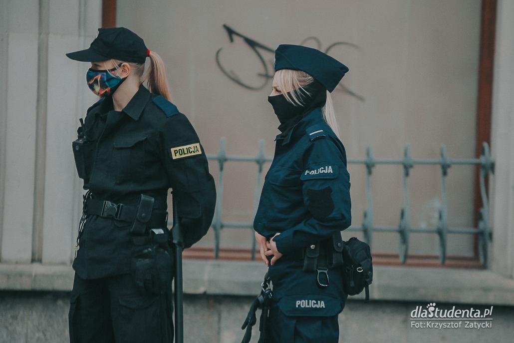 Protest w obronie demokracji we Wrocławiu - zdjęcie nr 1526378