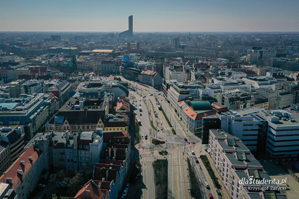 Koronawirus we Wrocławiu: puste miasto z lotu ptaka