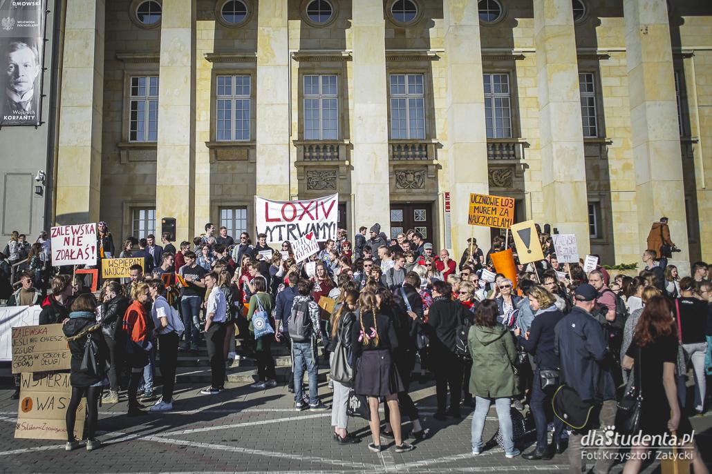 Uczniowie strajkują dla nauczycieli we Wrocławiu