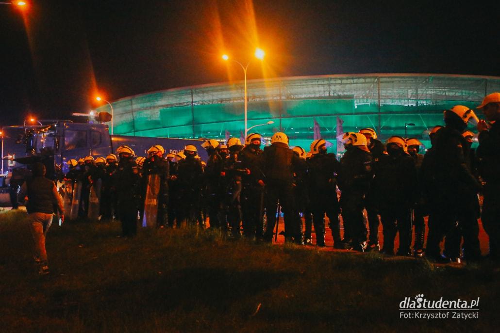 WKS Śląsk Wrocław -  KGHM Zagłębie Lubin: Kibice pod stadionem  - zdjęcie nr 5