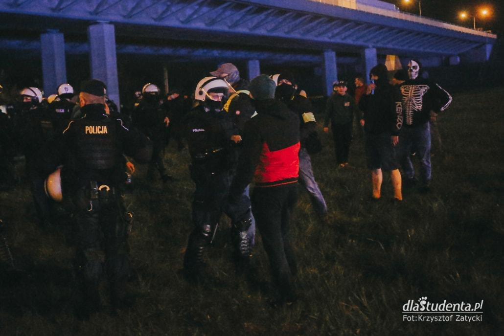 WKS Śląsk Wrocław -  KGHM Zagłębie Lubin: Kibice pod stadionem  - zdjęcie nr 9
