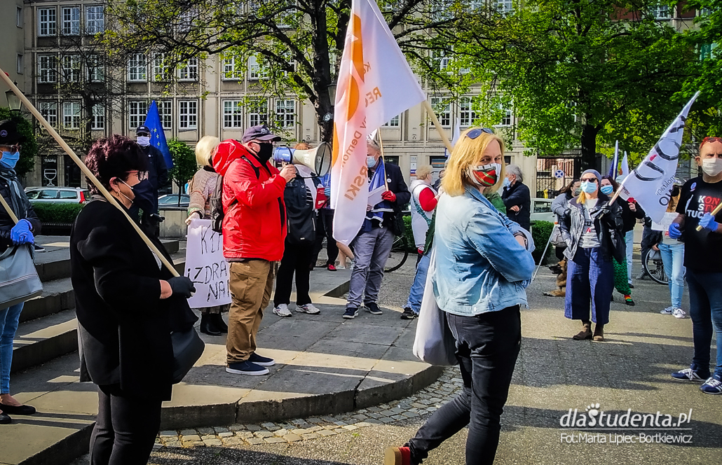 Protest w obronie demokracji w Gdańsku - zdjęcie nr 1526406