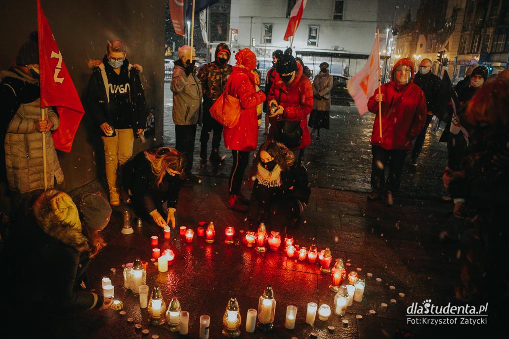 Zapłonęło serce dla Pawła Adamowicza we Wrocławiu
