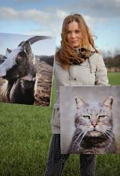 """""""Na polu, w kurniku i w oborze"""" - wystawa fotografii Kamili Chomicz"""