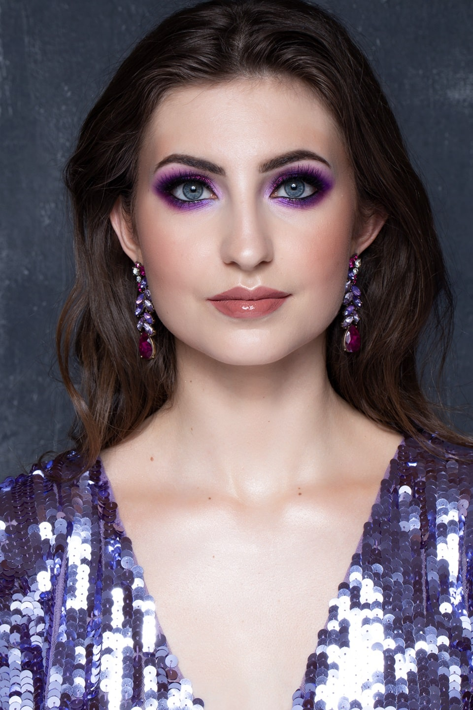Kobieta, mocny makijaż, fioletowy makijaż