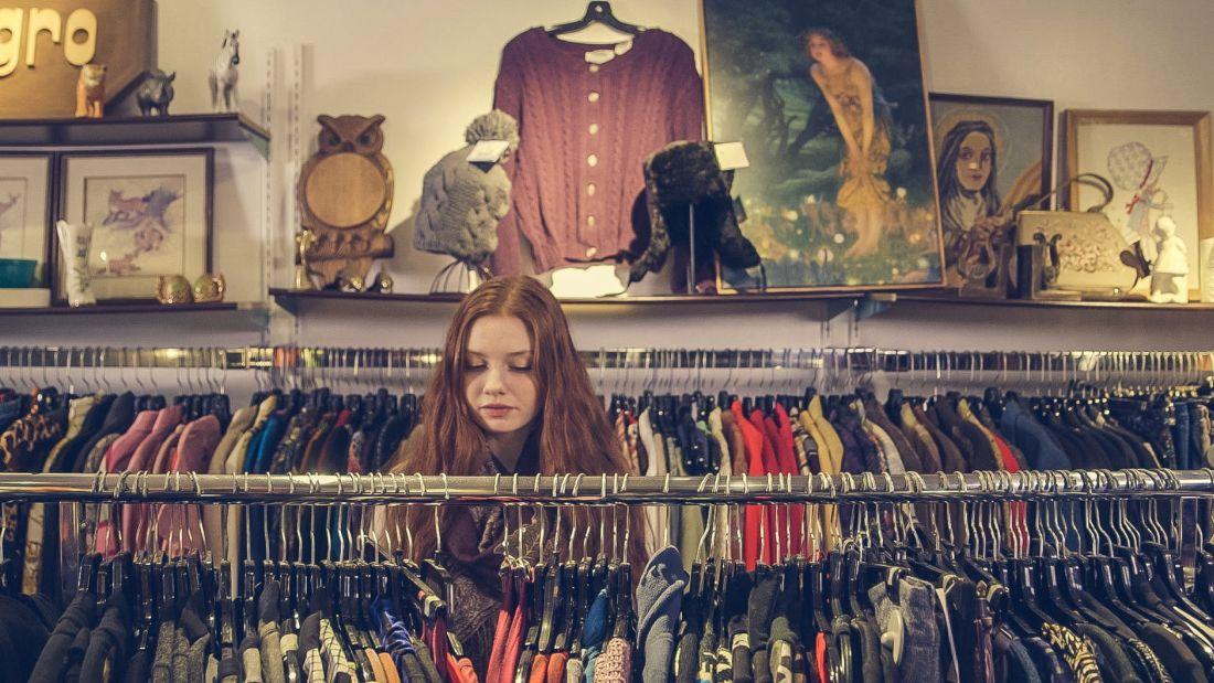 dziewczyna w sklepie