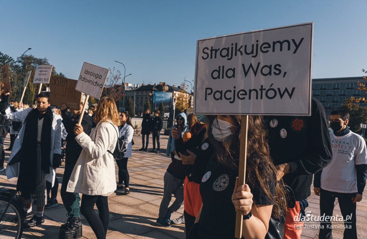 Protest studentów wspierający strajk medyków