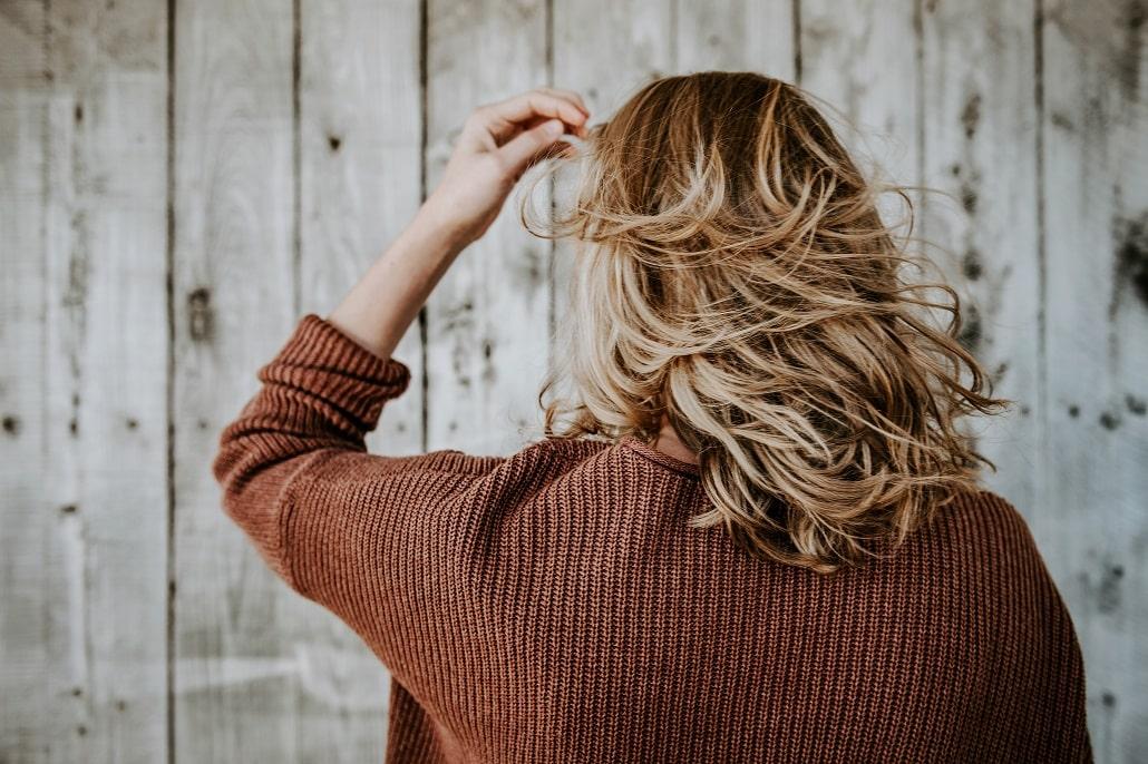 Jak uratować włosy po spaleniu rozjaśniaczem? Sprawdzone sposoby na poprawę ich kondycji